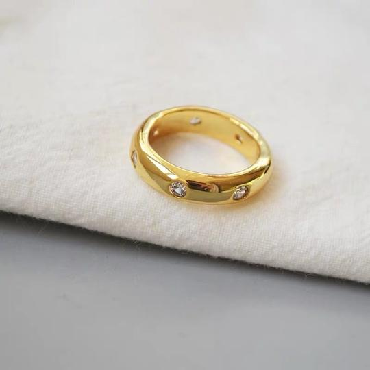 Kate Spade KS New York Gold Band Clear Crystal Chunky Solid Band Ring Size 7 Image 3