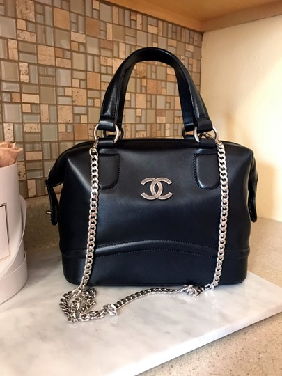Preload https://img-static.tradesy.com/item/25461259/chanel-country-ride-doctor-large-black-smooth-calfskin-leather-satchel-0-2-540-540.jpg