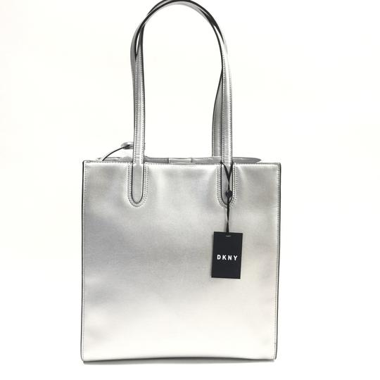 DKNY Tote in silver Image 10