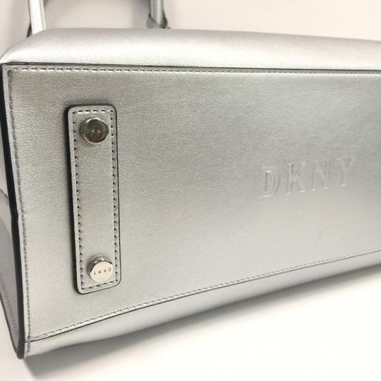 DKNY Tote in silver Image 7
