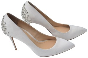 Vince Camuto off white Pumps