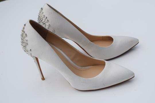 Vince Camuto off white Pumps Image 4