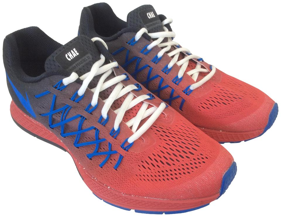 sale retailer cd2e7 d5ffd Nike Red Black and Blue Zoom Pegasus 32 Nikeid Flyknit Sneakers Size US 9  Regular (M, B) 64% off retail