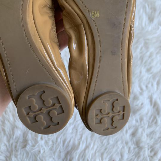 Tory Burch Patent Leather Logo Ballet Work Tan Flats Image 2