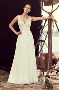 Mikaella Bridal Natural with Pearl Lining (See Photo) Lace and Soft Tulle Mik-2193 Formal Wedding Dress Size 12 (L)