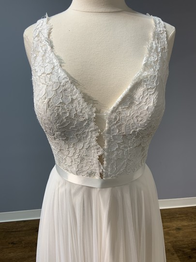 Mikaella Bridal Natural with Pearl Lining (See Photo) Lace and Soft Tulle Mik-2193 Formal Wedding Dress Size 12 (L) Image 3