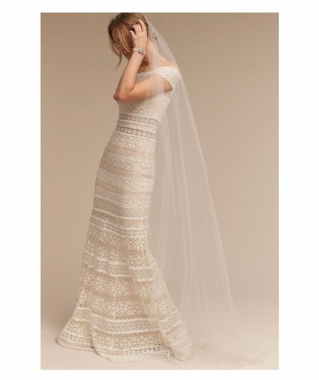 Preload https://img-static.tradesy.com/item/25463629/bhldn-ivory-long-sky-mist-bridal-veil-0-1-540-540.jpg