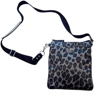 087550924 Coach Bags and Purses on Sale - Up to 70% off at Tradesy (Page 2)