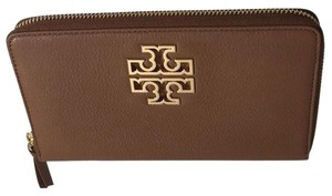 a6b0bd77874 Tory Burch Wallets on Sale - Up to 70% off at Tradesy