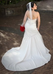 d51987874e3c9 Alfred Angelo Ivory Satin W/Beaded Details Sapphire Formal Wedding Dress  Size 6 (S