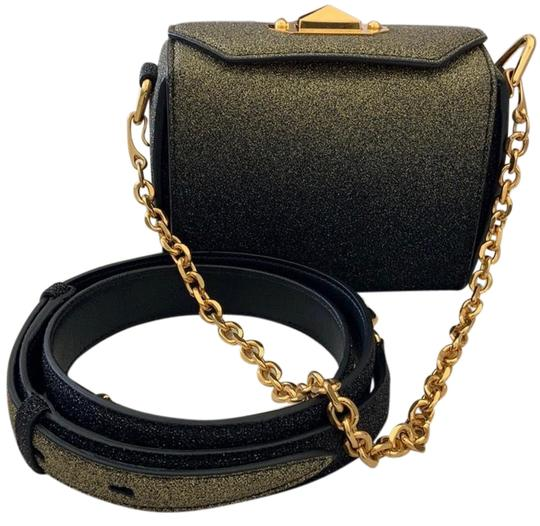 Preload https://img-static.tradesy.com/item/25470658/alexander-mcqueen-shoulder-box-glitter-black-and-gold-leather-cross-body-bag-0-1-540-540.jpg