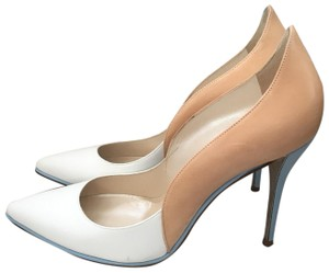 5fa53b3edf Oscar de la Renta Pumps Up to 90% off at Tradesy