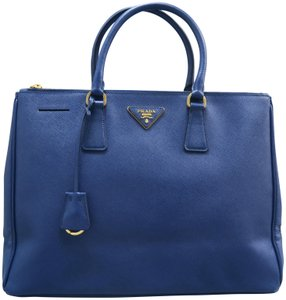 90a428e3d Prada Bags on Sale - Up to 70% off at Tradesy