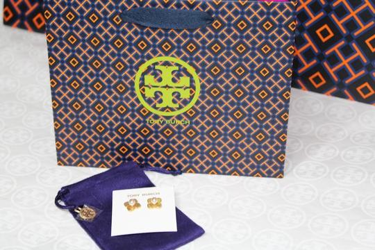 Tory Burch NEW TORY BURCH FLORAL GOLD LOGO PEARL STUD EARRINGS DUST BAG NWT Image 10