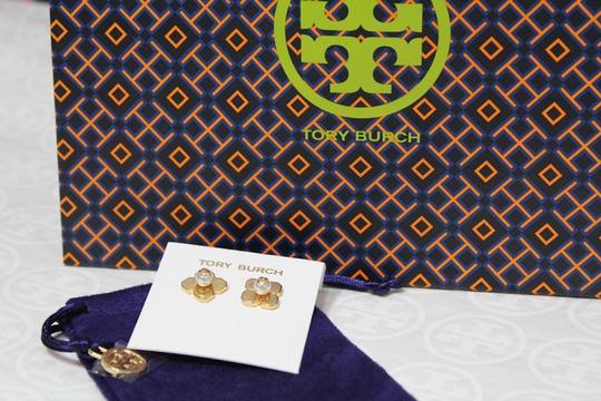 Tory Burch NEW TORY BURCH FLORAL GOLD LOGO PEARL STUD EARRINGS DUST BAG NWT Image 9
