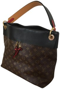 Louis Vuitton Tote in Monogram w Red accents