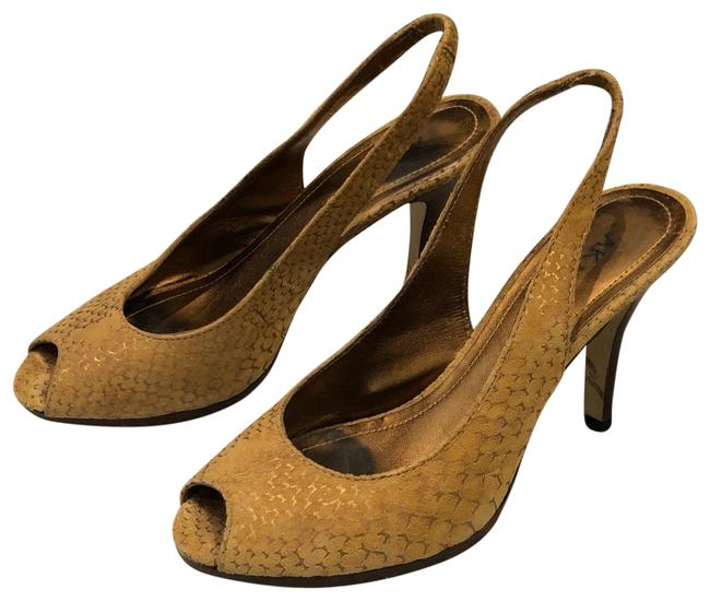 Item - Tan / Gold Embossed Heels Platforms Size US 6 Regular (M, B)