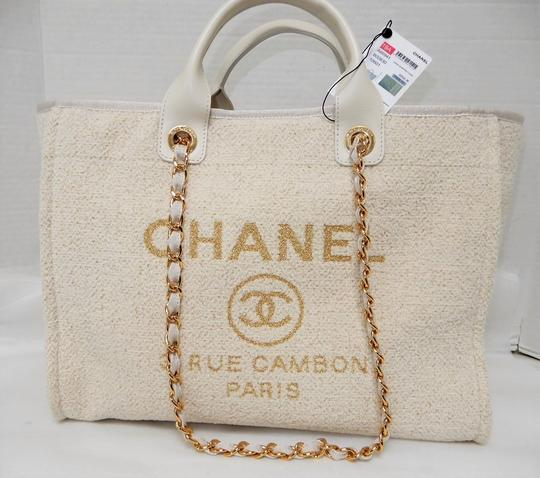 Chanel Tote in Ivory Image 1