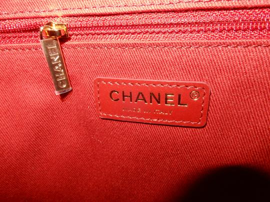 Chanel Tote in Ivory Image 10