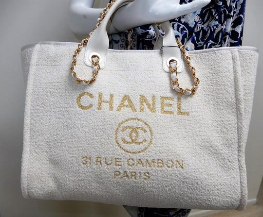 Chanel Tote in Ivory Image 3