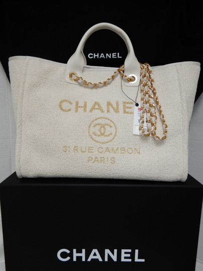 Chanel Tote in Ivory Image 4