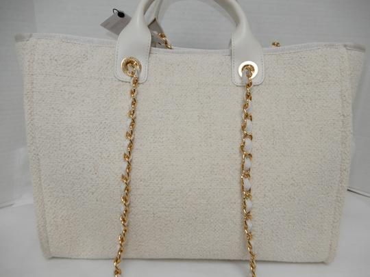 Chanel Tote in Ivory Image 5