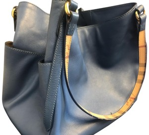 Burberry Classic Leather Tote in Slate blue