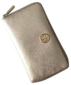 4ec92fd4a5 Tory Burch Wallets on Sale - Up to 70% off at Tradesy
