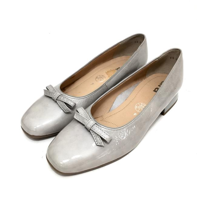 Item - Light Grey W Patent Leather Round Toe Pumps W/ Bow Flats Size US 8 Regular (M, B)