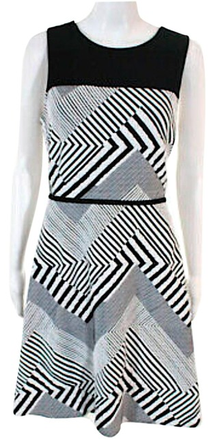 Item - Black/Withe with Tag Sleeveless Striped Mid-length Cocktail Dress Size 10 (M)