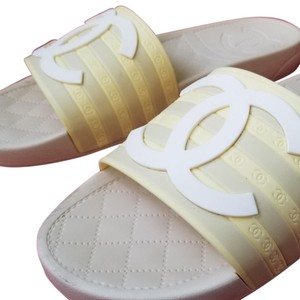 Chanel pool slippers Size white / yellow / tan Sandals
