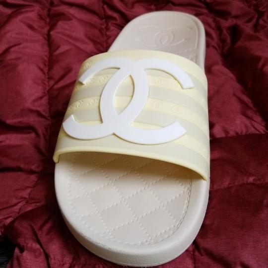 Chanel pool slippers Size white / yellow / tan Sandals Image 3