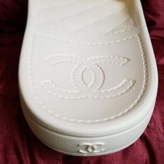 Chanel pool slippers Size white / yellow / tan Sandals Image 4