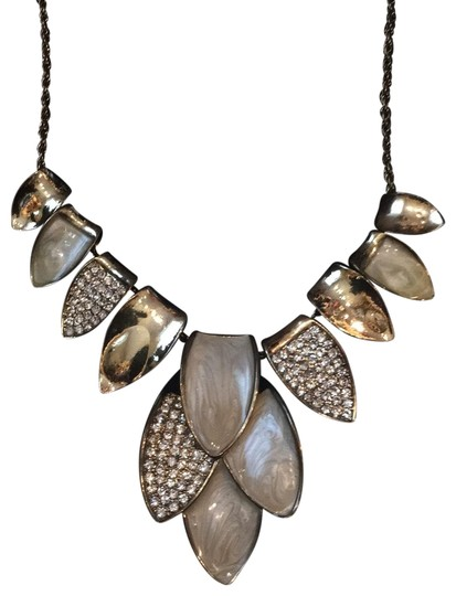 Preload https://img-static.tradesy.com/item/25488825/gold-tone-with-ivory-necklace-0-1-540-540.jpg