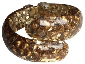 vintage 1960's hinged bangle lucite with gold shells and gold confetti