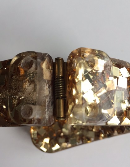 vintage 1960's hinged bangle lucite with gold shells and gold confetti Image 2