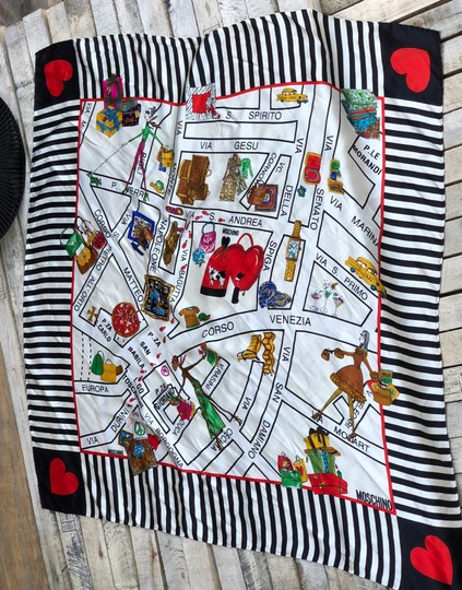Moschino This is a 1990s vintage scarf from Moschino featuring a map of Milan Image 8