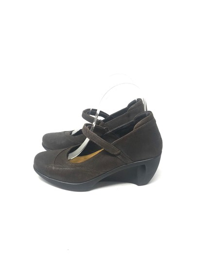 Preload https://img-static.tradesy.com/item/25493331/naot-mary-janes-wedges-size-eu-36-approx-us-6-regular-m-b-0-0-540-540.jpg