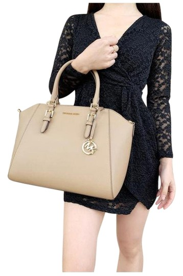 Preload https://img-static.tradesy.com/item/25493636/michael-kors-ciara-saffiano-large-top-crossbody-dark-khaki-satchel-0-1-540-540.jpg