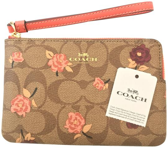 Preload https://img-static.tradesy.com/item/25493659/coach-corner-zip-signature-monogram-logo-pinktanbeige-coated-canvasleathermetalcloth-wristlet-0-2-540-540.jpg