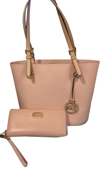 Preload https://img-static.tradesy.com/item/25494488/michael-michael-kors-bucket-handbag-and-matching-wallet-blush-pink-leather-tote-0-1-540-540.jpg