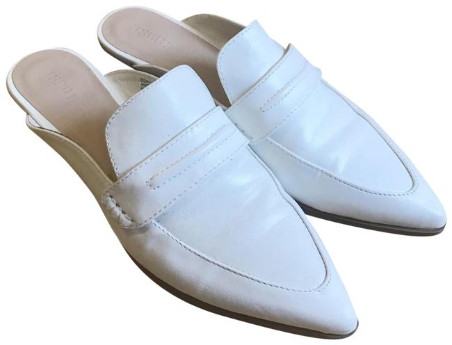 Item - White Loafers Flats Size US 7 Regular (M, B)