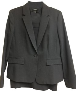 Nine West Skirt Suit size 10 jacket and 8 Skirt