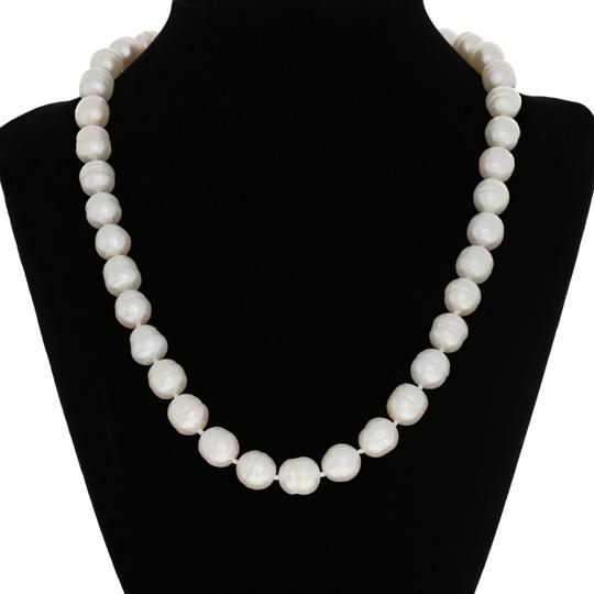 Preload https://img-static.tradesy.com/item/25495559/sterling-silver-freshwater-pearl-18-knotted-strand-e3566-necklace-0-1-540-540.jpg