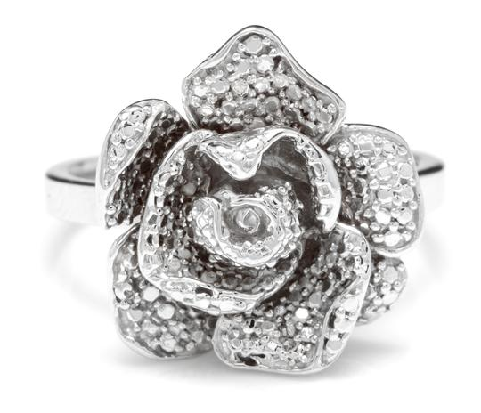Preload https://img-static.tradesy.com/item/25495993/white-gold-14k-solid-flower-ring-0-0-540-540.jpg
