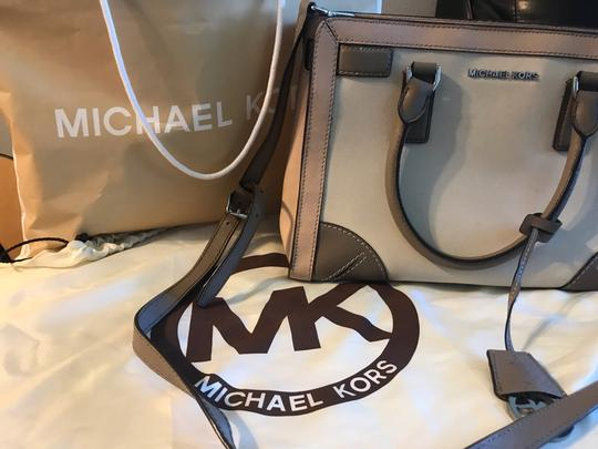 Michael Kors Tote in Pink/Fawn Image 4