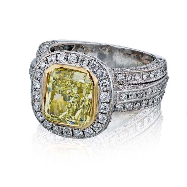 Item - Light Fancy Yellow Radiant Cut Halo Set Diamond Engagement Platinum 18ky 2.53cts Ring