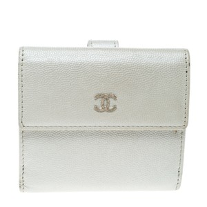 Chanel Pearl White Pebbled Leather Compact Wallet
