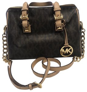 Michael Kors Grayson With Strap Satchel in brown monogram