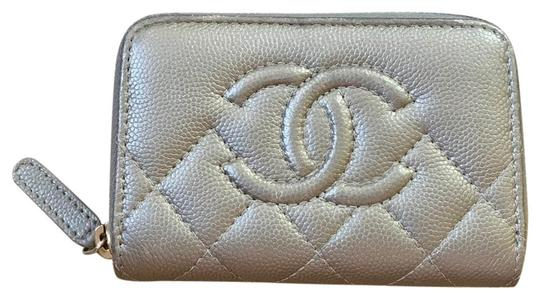Preload https://img-static.tradesy.com/item/25500670/chanel-classic-zipped-card-holder-wallet-0-3-540-540.jpg